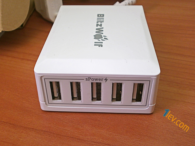 противоположна страна- 5 USB изхода Power3S технология