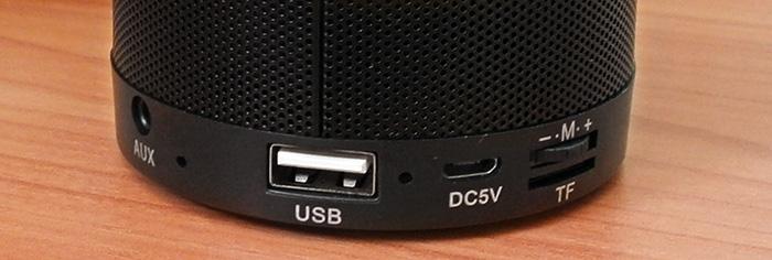 вход за 3.5мм аудио жак, микрофон, USB, LED подсветка (червено и синьо), mini USB вход, функционален бутон М и слот за карта памет