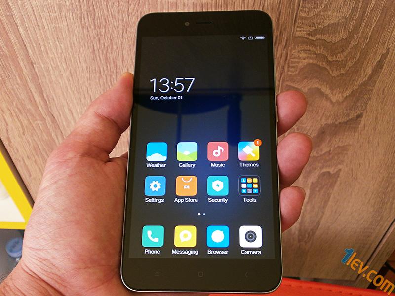 Изчистен дизайн, пластмасово тяло с метална рамка, която обгръща телефона - Note 5A