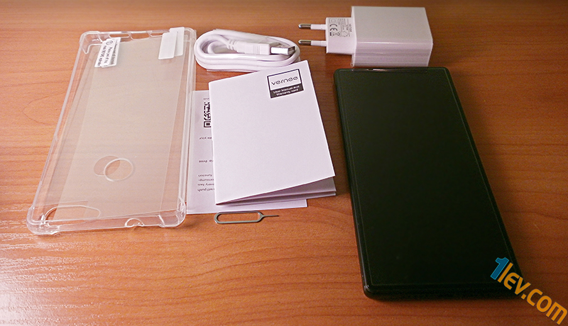комплект Vernee Mix 2 - силиконов протектор, 2 протектора за екран и гръб, ръководство, USB Кабел и адаптер захранване, пин за SIM слот