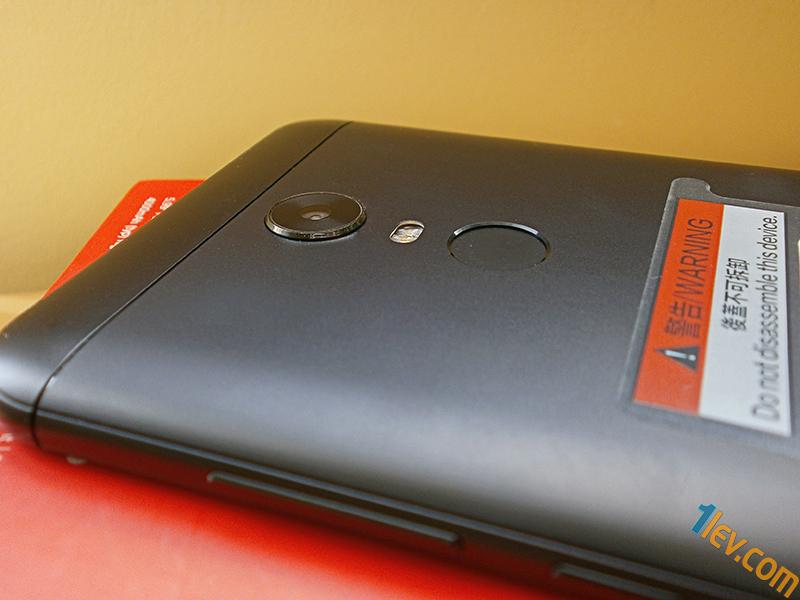 гръб - камера, LED светкавица, скенер пръстови отпечатъци